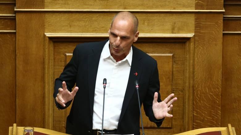 Βουλή: Σφοδρή κόντρα Βαρουφάκη - Καραθανασόπουλου για το άσυλο