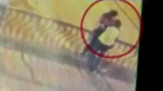 Τραγικός θάνατος ζευγαριού: Έπεσε από γέφυρα την ώρα που φιλιόταν και σκοτώθηκε