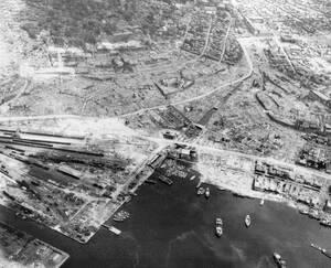 1945, Ναγκασάκι. Εναέρια λήψη αυτου που κάποτε ήταν η πόλη του Ναγκασάκι, μετά τη ρήψη της ατομικής βόμβας.