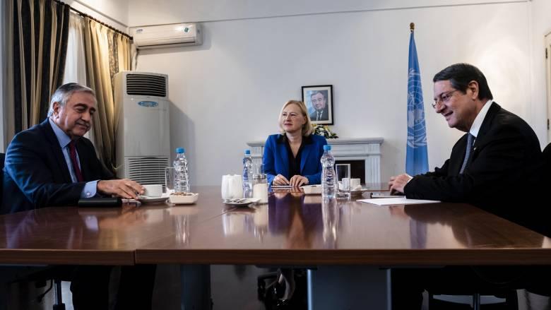 Άτυπη συνάντηση Αναστασιάδη – Ακιντζί με «φόντο» τις τουρκικές απειλές