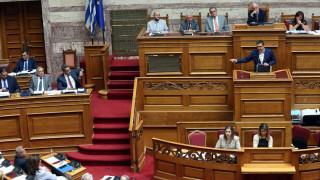 Πολιτική «κάβα» για Μητσοτάκη - Τσίπρα ο τσακωμός τους στη Βουλή