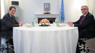 Ολοκληρώθηκε η συνάντηση του Νίκου Αναστασιάδη με τον Μουσταφά Ακιντζί