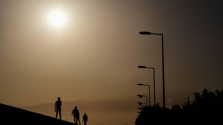 Καιρός: Καύσωνας διαρκείας - Στα ύψη η θερμοκρασία το Σάββατο, συναγερμός για πυρκαγιές