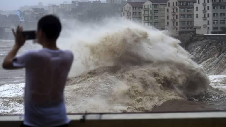 Συναγερμός στην Κίνα: Νεκροί και αγνοούμενοι από το πέρασμα του τυφώνα Λέκιμα