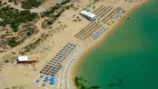 Αμμόλοφοι: Η εντυπωσιακή παραλία των δυο χωρών και των τεσσάρων νομών