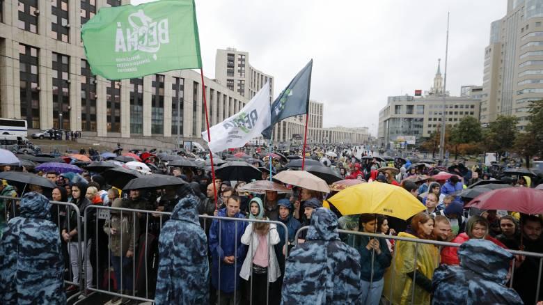 Μόσχα: Χιλιάδες πολίτες διαδηλώνουν ζητώντας ελεύθερες εκλογές