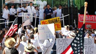 Ελ Πάσο: Θύματα της επίθεσης διαδηλώνουν κατά του ρατσισμού