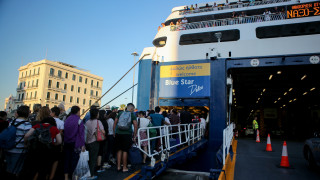 Αδειάζει η Αθήνα: Αυξημένη κίνηση στα λιμάνια, σε ισχύ μέτρα του Λιμενικού