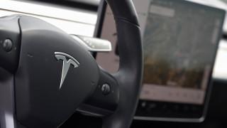 Tesla ανατινάζεται και τυλίγεται στις φλόγες σε κεντρικό δρόμο της Μόσχας