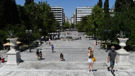Έρημη πόλη η Αθήνα: Φεύγουν και οι τελευταίοι εκδρομείς