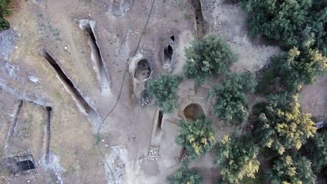 Σημαντική ανακάλυψη: Δύο ασύλητοι τάφοι βρέθηκαν σε μυκηναϊκό νεκροταφείο στη Νεμέα