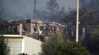 Φωτιά Υμηττός: Κάηκε ένα σπίτι, εξωτερικές ζημιές σε άλλα τρία