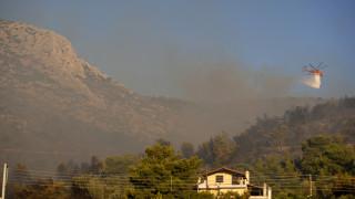 Φωτιά Υμηττός: Εικόνες από το πύρινο μέτωπο