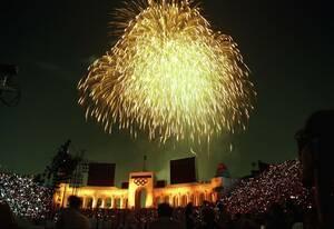 1984, Λος Άντζελες. Πυροτεχνήματα φωτίζουν τον ουρανό κατά τη διάρκεια της τελετής λήξης των Ολυμπιακών Αγώνω του Λος Άντζελες.