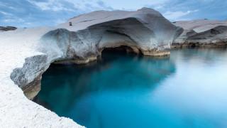 Μήλος και Πάρος: Οι λόγοι που τα καθιστούν δύο από τα καλύτερα νησιά για διακοπές στον κόσμο