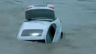 Δεν του άρεσε το δώρο των γονιών του: Πέταξε ολοκαίνουργια BMW στο ποτάμι γιατί ήθελε Jaguar!