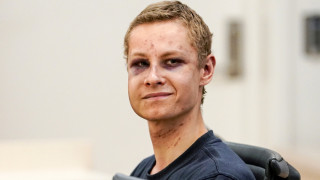 Νορβηγία: Με μώλωπες εμφανίστηκε στο δικαστήριο ο ύποπτος για την επίθεση στο τζαμί