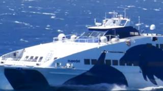 Εντυπωσιακό βίντεο: Η «μάχη» του Superjet με τα κύματα εν μέσω ισχυρών ανέμων
