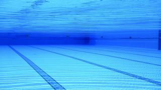 Παρ'ολίγον νέα τραγωδία στην Αχαΐα: Ναυαγοσώστης έσωσε 5χρονη από πνιγμό σε πισίνα
