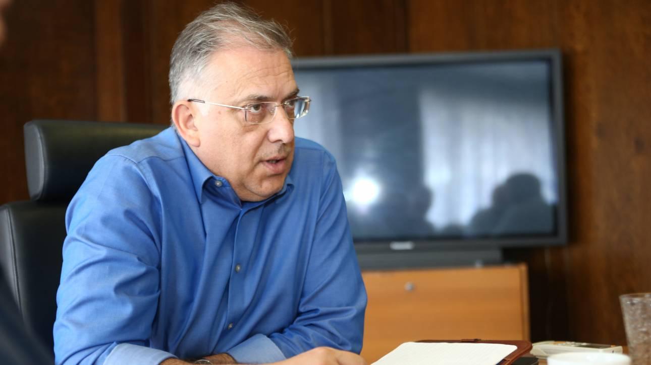 Θεοδωρικάκος: Είμαι στο γραφείο μου, όχι διακοπές
