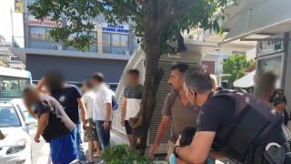 Σοκαριστικό περιστατικό στο κέντρο της Λαμίας: Τραυμάτισε σοβαρά με ξυραφάκι την σύντροφό του