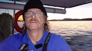 Το τελευταίο «αντίο» στον ηρωικό ψαρά Κώστα Αρβανίτη - Πλήθος κόσμου στη κηδεία του