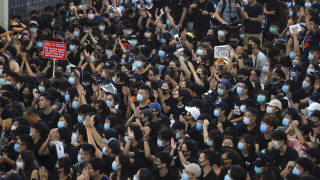 Χονγκ Κονγκ: Συμπλοκές διαδηλωτών - αστυνομίας στο διεθνές αεροδρόμιο