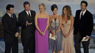 Τα «Φιλαράκια» γίνονται 25 ετών – Ακυκλοφόρητο υλικό από τη σειρά γίνεται ταινία (trailer)