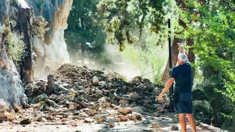 Ναύπλιο: Μεγάλη κατολίσθηση στην πολυσύχναστ&e