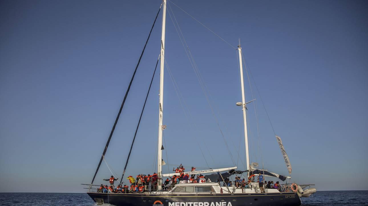Η ιταλική δικαιοσύνη «αδειάζει» τον Σαλβίνι: Επιτρέπει τον ελλιμενισμό πλοίου με 150 μετανάστες