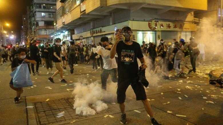 Χάος στο Χονγκ Κονγκ: Η αστυνομία εκτόξευσε δακρυγόνα εναντίον διαδηλωτών