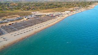 «Όργια» αυθαιρεσιών σε μισθωμένους αιγιαλούς και παραλίες