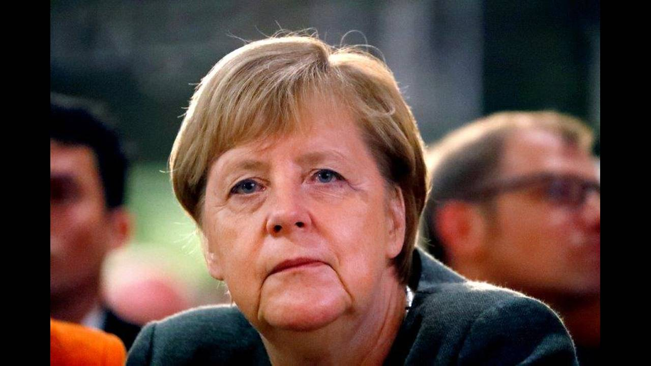 https://cdn.cnngreece.gr/media/news/2019/08/15/187596/photos/snapshot/2018-10-29T092600Z_1904240185_RC1F89993090_RTRMADP_3_GERMANY-POLITICS-MERKEL.jpg