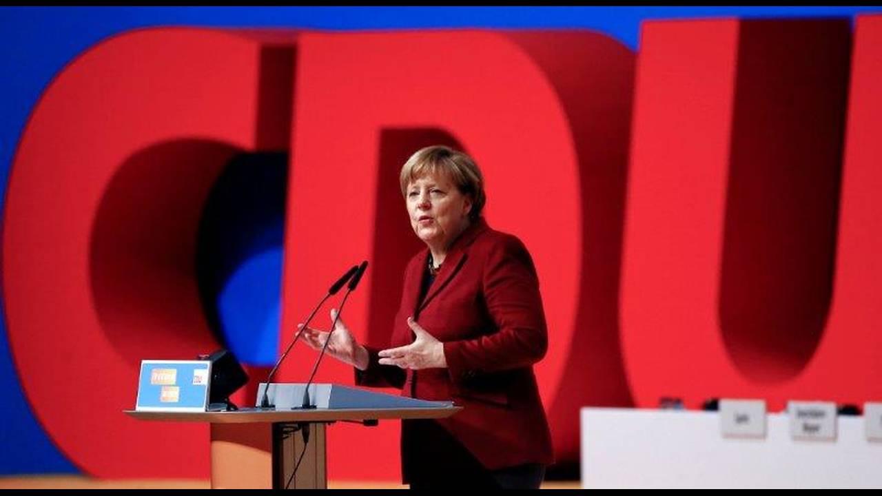https://cdn.cnngreece.gr/media/news/2019/08/15/187596/photos/snapshot/2018-10-29T092950Z_1628660669_RC1E66572050_RTRMADP_3_GERMANY-POLITICS-MERKEL.jpg