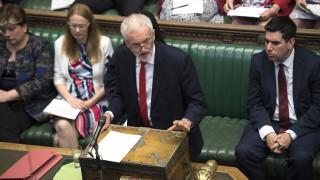 Βρετανία: Οι Εργατικοί δεσμεύονται να «ρίξουν» τον Τζόνσον και να καθυστερήσουν το Brexit