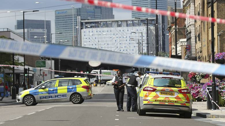 Συναγερμός στο Λονδίνο: Επίθεση με μαχαίρι έξω από το υπουργείο Εσωτερικών