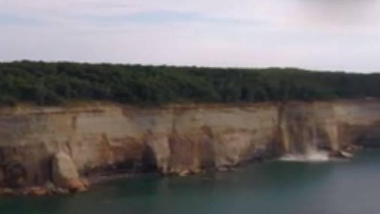 Συγκλονιστικό βίντεο: Κατολίσθηση βράχων μια «ανάσα» από καγιάκερ