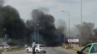 Φωτιά στη Θεσσαλονίκη - Καίγεται επιχείρηση κοντά στο αεροδρόμιο