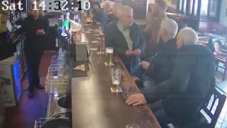 Εκτός ελέγχου ξανά ο ΜακΓκρέκορ: Γρονθοκόπησε ηλικιωμένο γιατί αρνήθηκε κέρασμα
