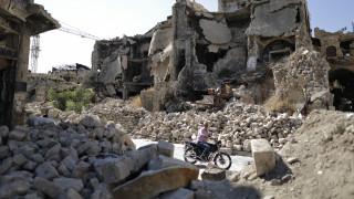 Τουλάχιστον 15 άμαχοι νεκροί - μεταξύ τους κι έξι παιδιά - σε αεροπορικές επιδρομές στη Συρία