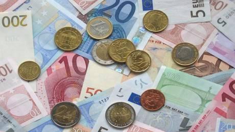 Μπαράζ πληρωμών τις επόμενες ημέρες: Ποιοι θα δουν χρήματα στους λογαριασμούς τους