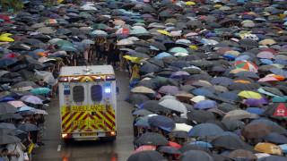Χονγκ Κονγκ: Ειρηνική διαδήλωση υπό βροχή με τη συμμετοχή δεκάδων χιλιάδων ατόμων