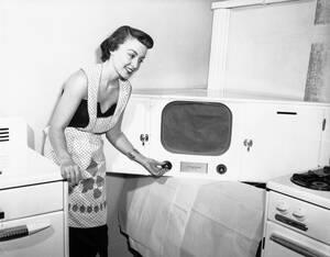 1953, Βερμόντ. Στην πόλη του Πλίμουθ, στο Βερμόντ, η οποία ηλεκτροδοτήθηκε μόλις πριν από 20 χρόνια, ένα σπίτι αποκτά την πρώτη του τηλεόραση.