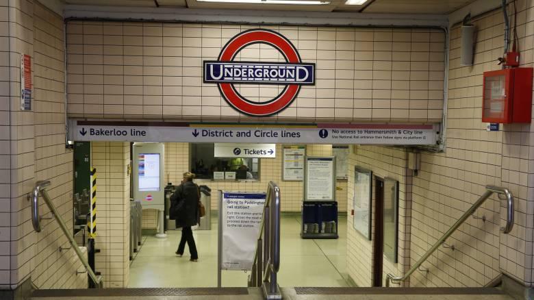 Eργαζόμενος του μετρό στο Λονδίνο έγινε viral για τον πιο απίθανο λόγο