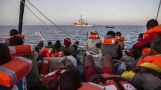 160 πρόσφυγες και μία μονομαχία: Σαλβίνι και Σάντσεθ, οι δύο πόλοι του μεταναστευτικού