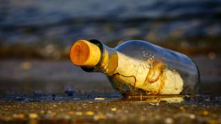 Μπουκάλι με γράμμα Ρώσου ναύτη ξεβράστηκε στην Αλάσκα μετά από 50 χρόνια