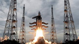 Σε τροχιά γύρω από τη Σελήνη ο ινδικός πύραυλος Chandrayaan-2