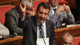 Πολιτική κρίση - Ιταλία: Πυρά Σαλβίνι κατά πάντων με επικλήσεις στην... Παρθένο Μαρία
