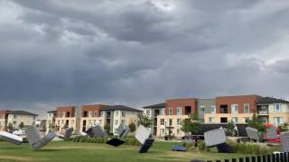 Δεκάδες ιπτάμενα στρώματα προκαλούν χάος σε πάρκο του Ντένβερ