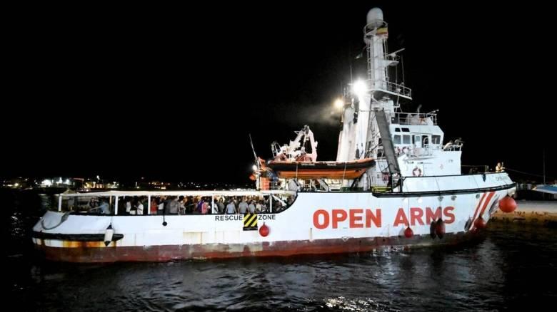 Ιταλία: Το Open Arms ελλιμενίστηκε στη Λαμπεντούζα